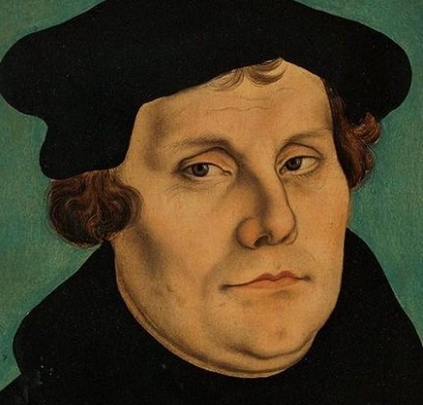 Ο Μαρτίνος Λούθηρος ήταν Γερμανός μοναχός, ιερέας, καθηγητής, θεολόγος και ηγέτης της εκκλησιαστικής μεταρρύθμισης του 16ου αιώνα στη Γερμανία. Οι φήμες λένε ότι ήταν ο πρώτος που στόλισε χριστουγεννιάτικο δένδρο μέσα στο σπίτι του