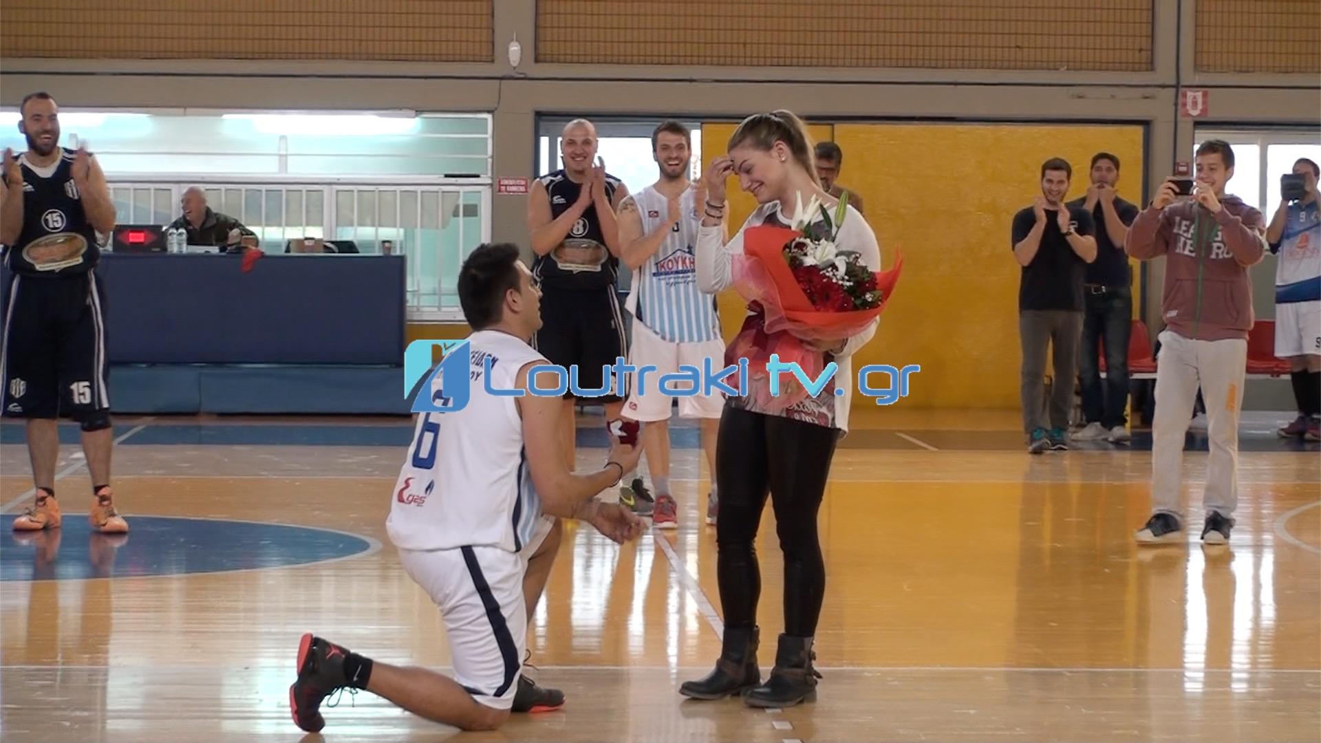 Πρόταση γάμου - έκπληξη από παίκτη του ΠΟΣΕΙΔΩΝΑ Λουτρακίου λίγο πριν τον αγώνα!