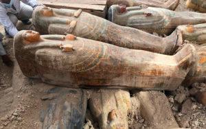 Αρχαιολόγοι ανακάλυψαν 20 άθικτες σαρκοφάγους στην Αίγυπτο !