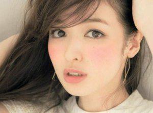 Η ασυνήθιστη απόχρωση ρουζ που φορούν τώρα όλες οι Γιαπωνέζες