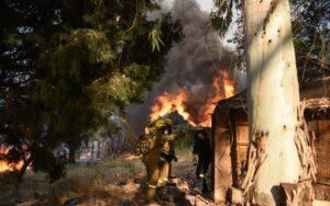 Φωτιά στην Αχαΐα: Μαίνεται ανεξέλεγκτη – Κάηκαν πάνω από 20 σπίτια