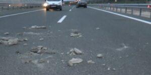 Ρομά έριξαν πέτρες σε περιπολικά στο Ζευγολατιό Κορινθίας